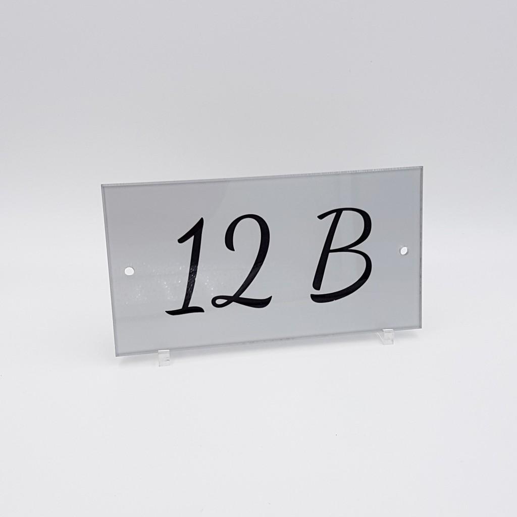 num ro de maison plexiglas sur mesure exemple 2. Black Bedroom Furniture Sets. Home Design Ideas